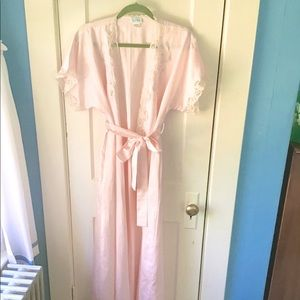 Gorgeous VINTAGE pale pink dressing gown small